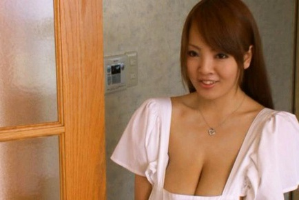 Hitomi Tanaka Beautiful and busty Asian girl