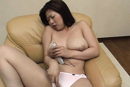 Hot mature Nana Masaki solo big boobs