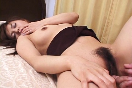 Hot Asian chick, Yuki Tsukamoto spreads legs for fisting